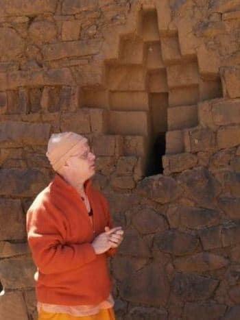 El cantante y contante monje del Kriya Yoga
