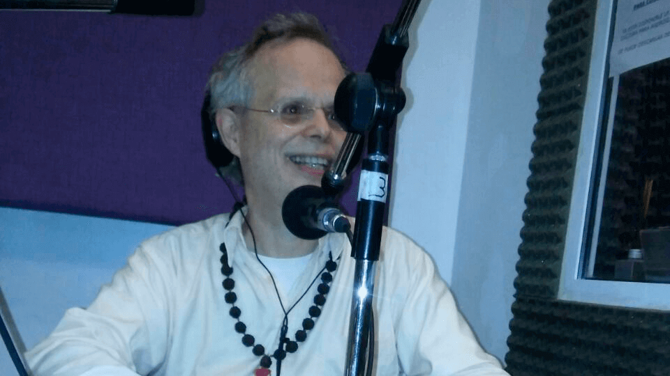 Entrevista con Yogi Sarveshwarananda Giri en Radio Cultura
