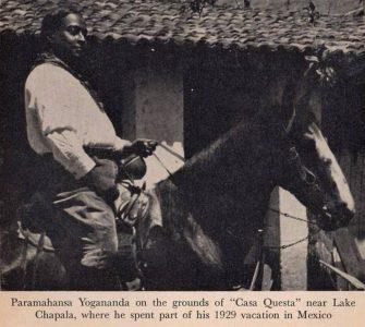 Paramahansa Yogananda a caballo en Lago de Chapala México