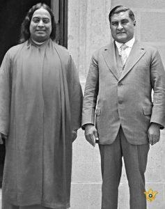 Paramahansa Yogananda con el Presidente de México Dr. Emilio Portes Gil en 1929