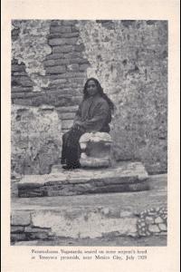 Paramahansa Yogananda en las piramides de Tenayuca México
